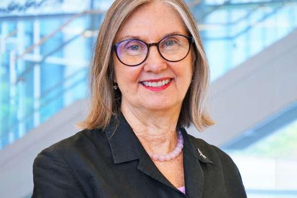 Linda Cottler extended background 2021
